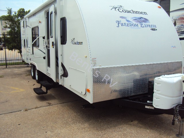 2012 COACHMEN FREEDOM EXPRESS 269BHS