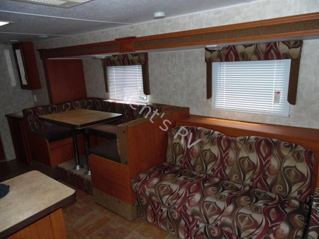 2010 FOREST RIVER CHEROKEE/GREYWOLF 28BHS