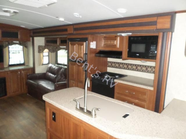 Used  2015 Keystone Cougar 33res Travel Trailer in Metairie,