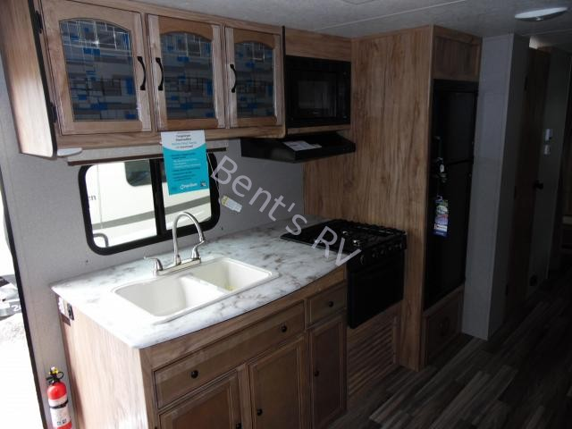 New  2018 33.5' Coachmen Freedom Express 29se Travel Trailer in Boutte,